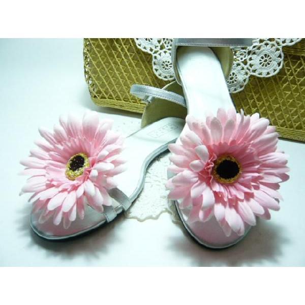 シュ−ズクリップ 歌いだしそうに華やかなガーベラ(1足分) 靴飾り シューズアクセサリー 夏本番!!足もとを華やかに familiamia