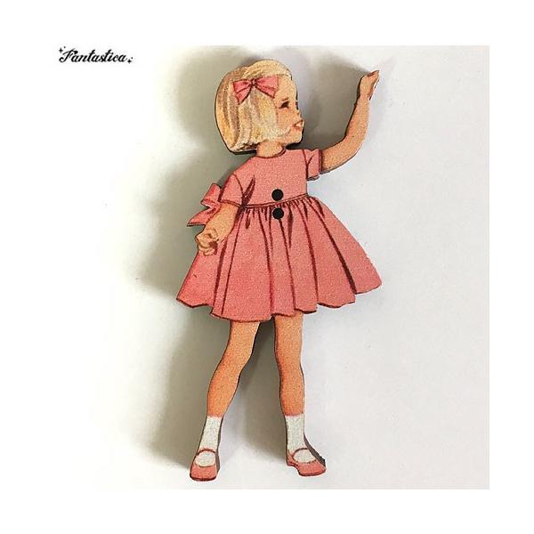 アトリエ・ボヌール・ドゥ・ジュール 木製ボタン ピンクドレスの女の子