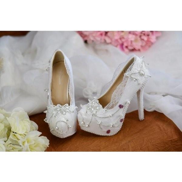 美脚パンプス大きいサイズウェディングドレスに欠かせないウェディングシューズハイヒール飾った花パーティ結婚式発表会
