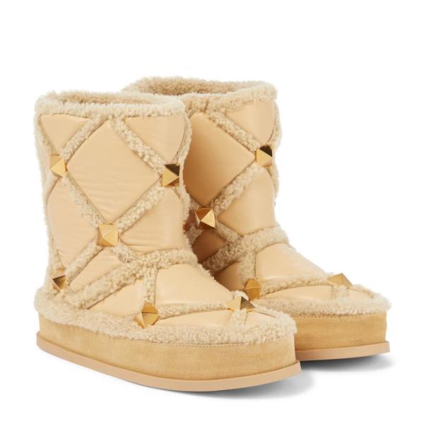 ヴァレンティノ Valentino Garavani レディース ブーツ スノーブーツ Roman Stud shearling-trimmed leather snow boots Sahara Beige/Miele/Miele