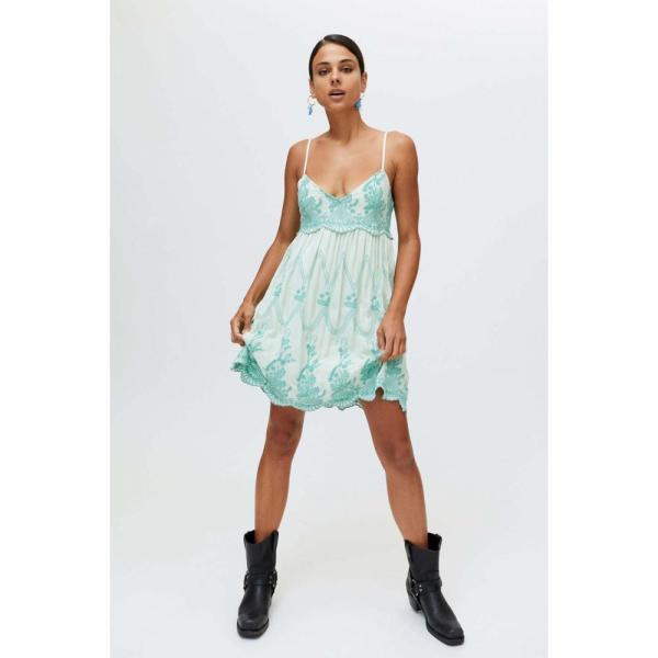 アーバンアウトフィッターズ Urban Outfitters レディース ワンピース ベビードール ワンピース・ドレス UO Jamie Embroidered Babydoll Dress Blue