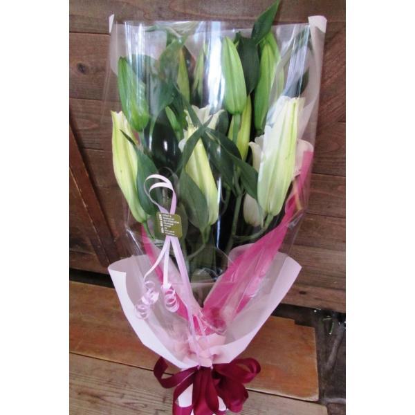 長いユリが5本の花束、大切な人へのギフト、お誕生日などに|flowerexpress-com