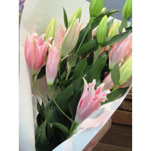 長いユリが5本の花束、大切な人へのギフト、お誕生日などに|flowerexpress-com|12