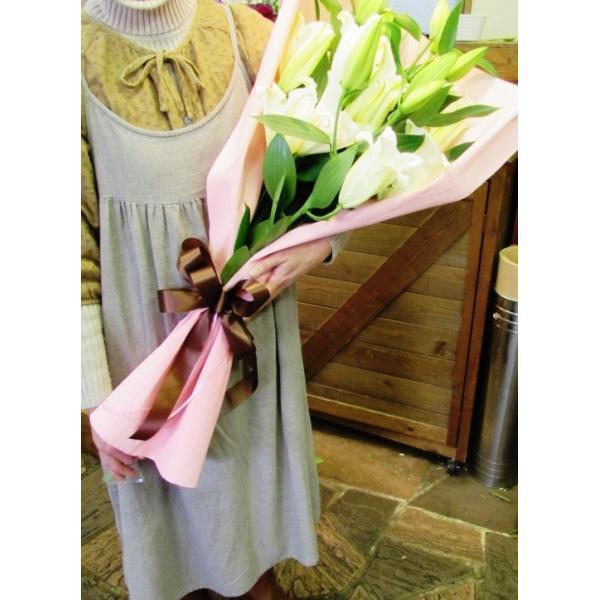 長いユリが5本の花束、大切な人へのギフト、お誕生日などに|flowerexpress-com|04