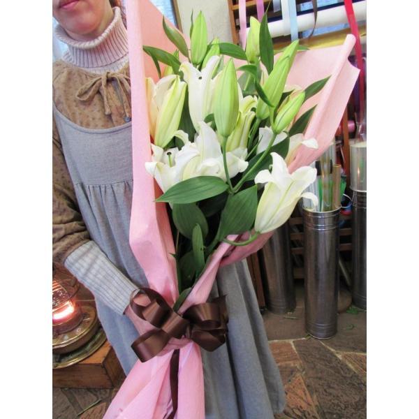 長いユリが5本の花束、大切な人へのギフト、お誕生日などに|flowerexpress-com|06