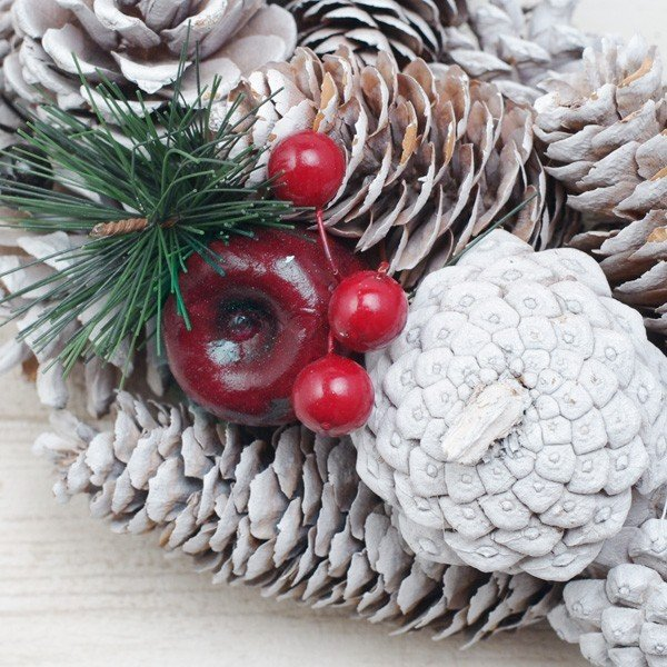 クリスマスリース 松ぼっくりと真っ赤な林檎のホワイトクリスマスリース 直径約34cm hana-kazaru 02