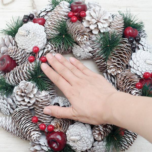クリスマスリース 松ぼっくりと真っ赤な林檎のホワイトクリスマスリース 直径約34cm hana-kazaru 06