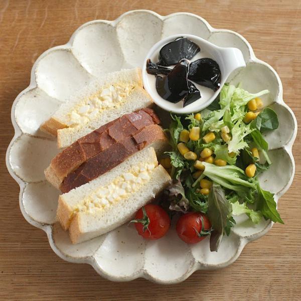 カネコ小兵 リンカ 花型大皿 24.5cm 白練/茶練