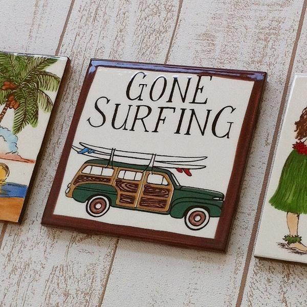 バナナ パッチ スタジオ アートタイル プレート GONE SURFING 15.2×15.2cm 【ハワイアン雑貨】 壁掛け ウォールデコレーション ハワイセラミックタイル  デザ|hanahawaii|02