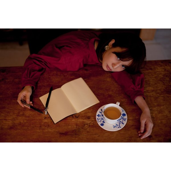 【残り約30枚!】『何億光年のラブレター』 内田万里【枚方蔦屋書店 Yahoo!店 限定】|hkt-tsutayabooks|02