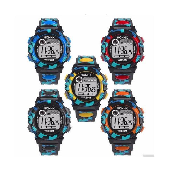 腕時計 スポーツ 子供用腕時計 LED7色+ランダム点滅 デジタル スポーツウォッチ 男の子 女の子 小学生 低学年 小学校 キッズ 卒業 入学 進学|i-uniko