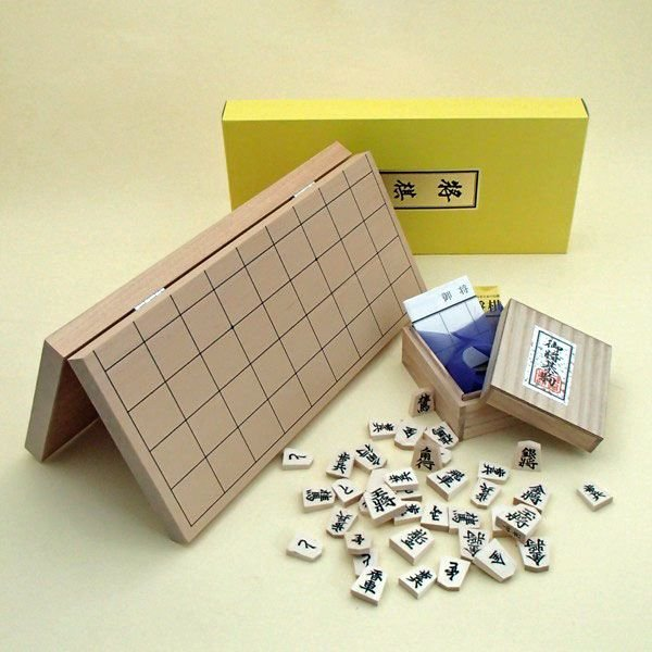 木製将棋セット 新桂7号折将棋盤と正式書体白椿上彫桐箱入り