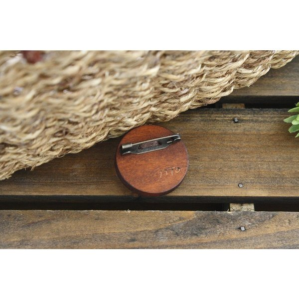 天然素材のまるとくるみブローチ ラフィア 天然木 ナチュラル  刺繍【IITO】