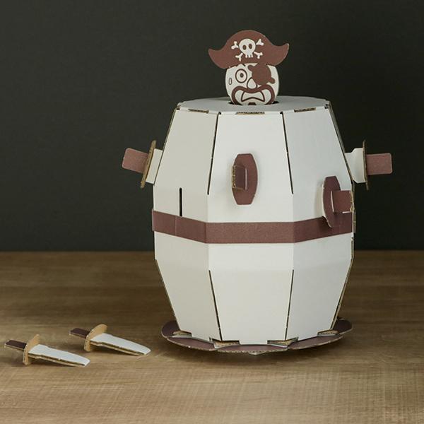 ダンボール おもちゃ 飛び出せ海賊くん WOWシリーズ 工作 組立 ( 工作キット ペパークラフト ペーパーアート キット )