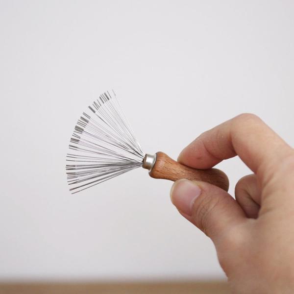 REDECKER ブラシの毛取り  レデッカー ブラシ ドイツ 掃除用具 ブラシクリーナー 髪の毛 ペットの毛 ホコリ ギフト ナチュラル 木製 インテリア おしゃれ|kajitano|03