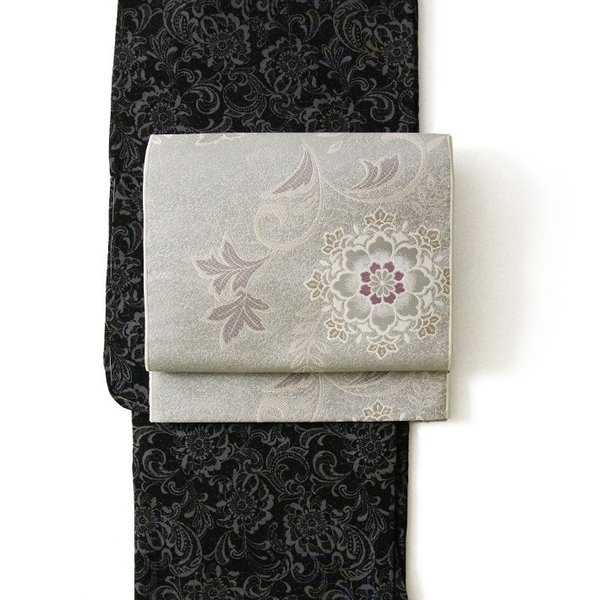 名古屋帯 輝雪華 グレー 灰 銀 紫 花 植物 着物 お太鼓 仕立て上がり 全通柄|kimono-dearjapan|12