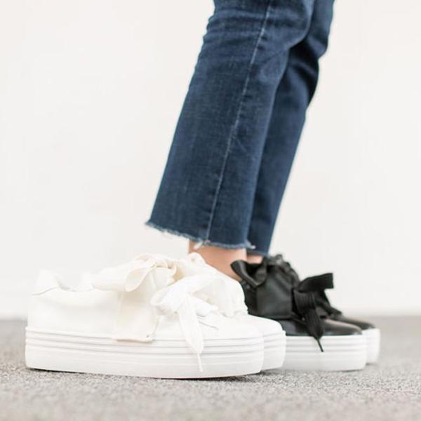 スニーカー リボン ダブル靴紐 厚底 秋冬新作 おしゃれ トレンド 人気 韓国 ファッション 黒 ブラック