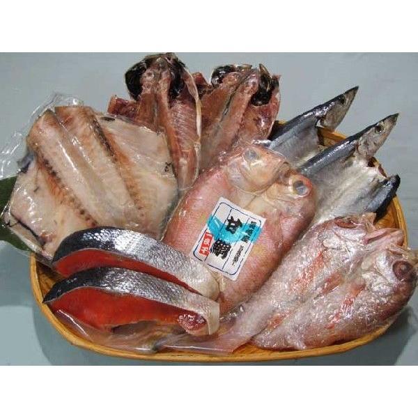 特選塩紅鮭と全国から集めたイチオシの干物5種(あじ、サンマ、アマダイ、ノドグロ、ツボダイ)のセット