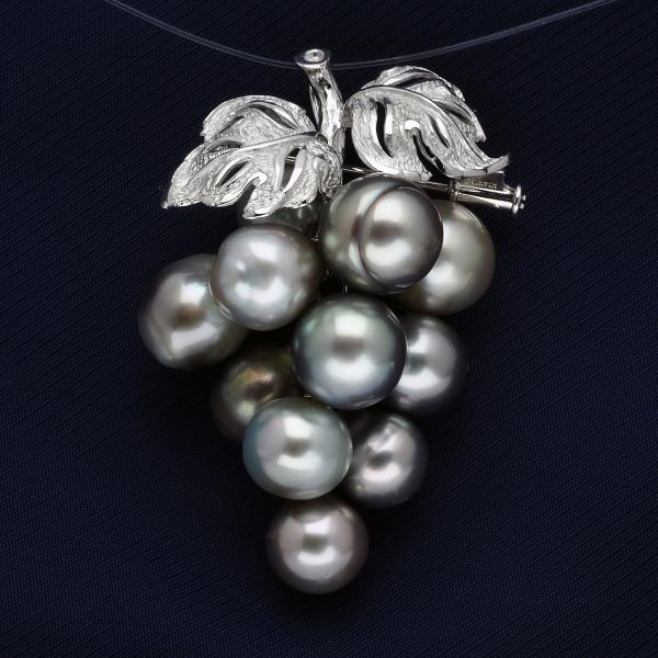 K18 タヒチ真珠 グレープ ペンダントブローチ グレーシルバー 18金ホワイトゴールド 黒蝶 パール かわいい 果物