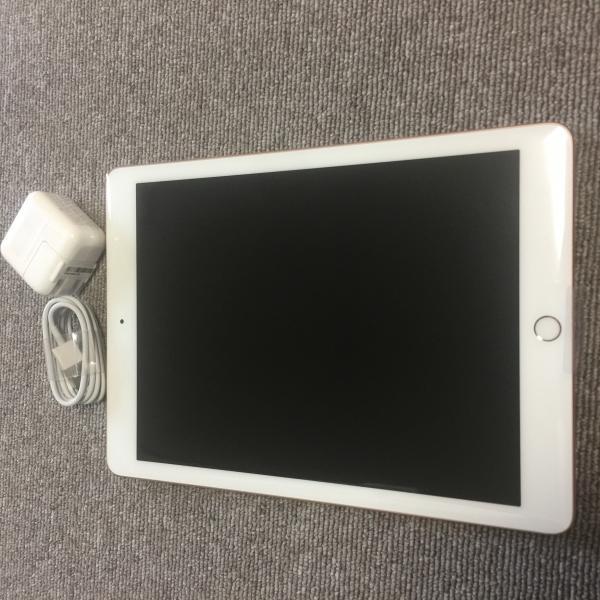 iPad Pro 12.9インチ Retinaディスプレイ Wi-Fiモデル ML0R2J/A (128GB・ゴールド)(2015)の画像