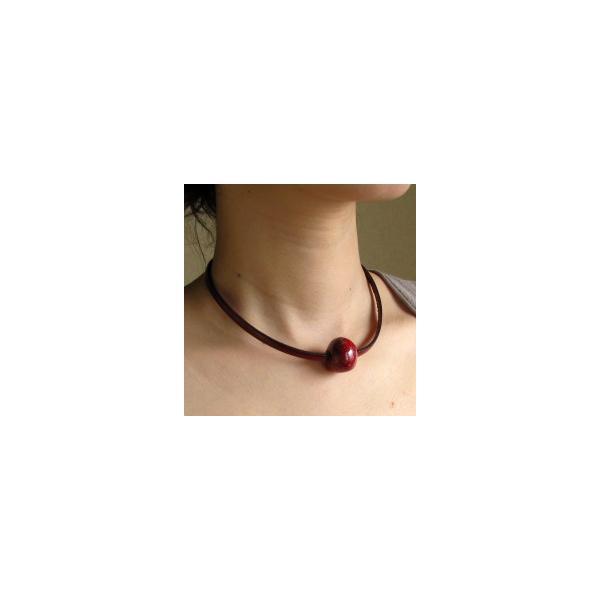 胸元に赤のポイント 楽赤×イタリアンレザー チョーカー kokochi 02
