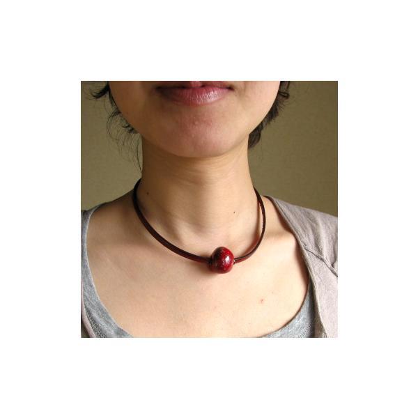 胸元に赤のポイント 楽赤×イタリアンレザー チョーカー kokochi 03