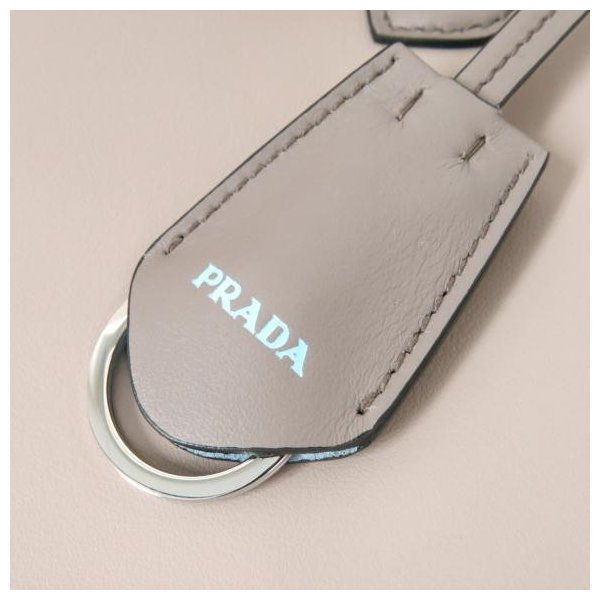 【新品】プラダ バッグ 1BA176