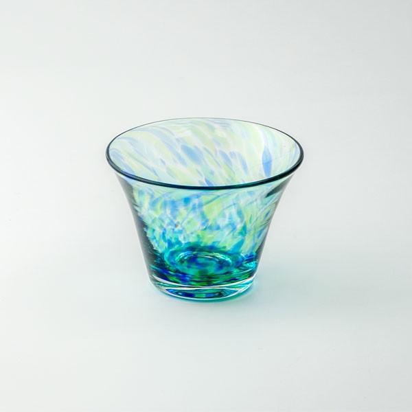 花のぐいのみ ブルーグリーン キッチン 食卓 グラス ぐいのみ 酒器 記念品 お祝い プレゼント ガラス 黒壁|kurokabe