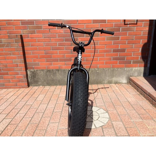 ファットバイク 20インチ 極太タイヤ おしゃれ 自転車 通勤 通学 ブロンクスファットバイク 20BRONX マットブラック×ブラックリム|lanai-makai|03