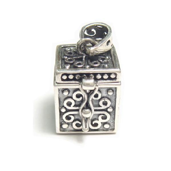シルバー925 大きめタイプ クロスやお魚のような模様の紋章入り小さな宝石箱のペンダントトップ|laplateriashu|03