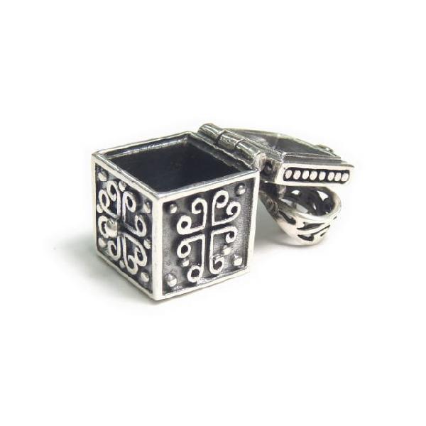 シルバー925 大きめタイプ クロスやお魚のような模様の紋章入り小さな宝石箱のペンダントトップ|laplateriashu|04
