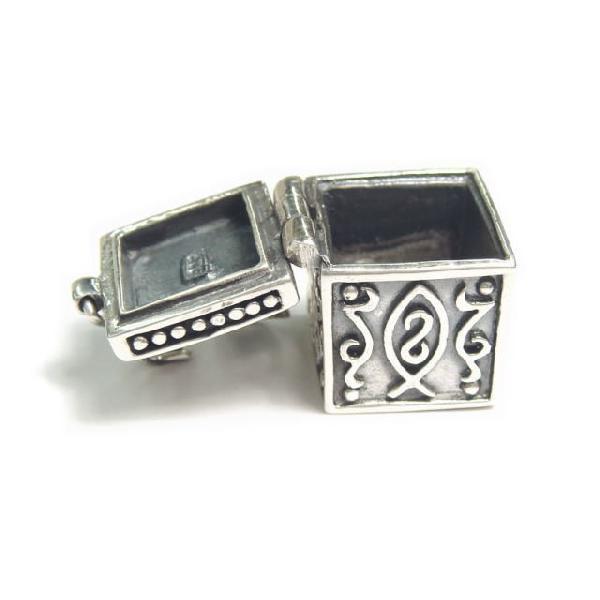 シルバー925 大きめタイプ クロスやお魚のような模様の紋章入り小さな宝石箱のペンダントトップ|laplateriashu|05