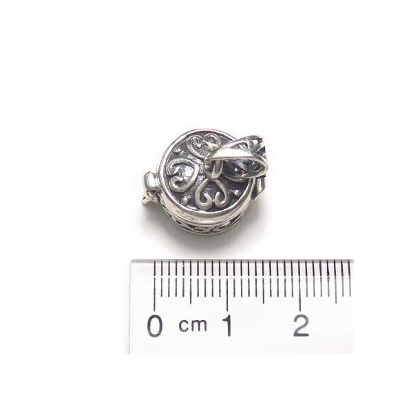 シルバー925 蔦のようなハートのような模様が可愛らしい小さな円形の宝石箱のペンダントトップ