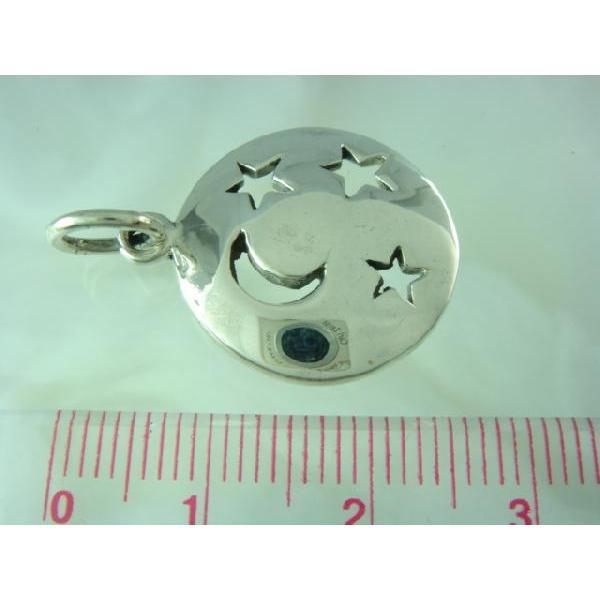 シルバー925 月と星がしるばーのプレートの上で輝く夜空のペンダントトップ  シルバー製 ペンダントヘッド ペンダントトップ メンズ