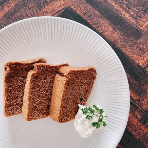 会津産米粉100%のしっとり食感!磐梯山麓の米粉のシフォンケーキ2種類セット【プレーン&有機チョコレート】