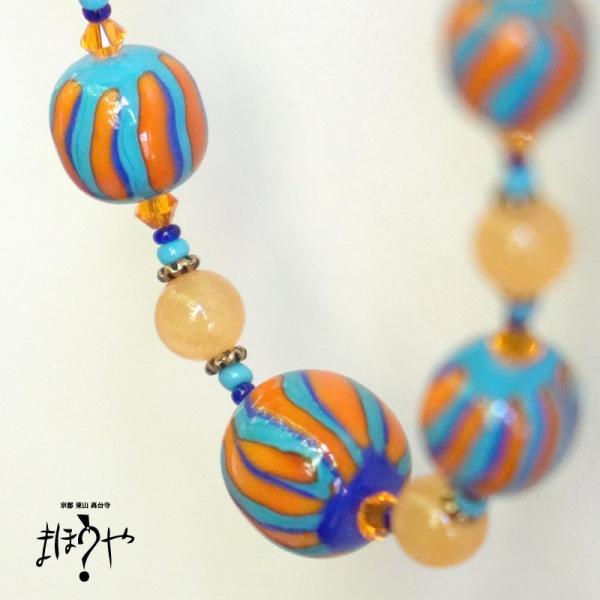 【世界で一つ手作りトンボ玉ネックレス】丸玉ネックレス オレンジ、青緑 立涌文 14-1002/1点もの[在庫あり]|mahouya|02
