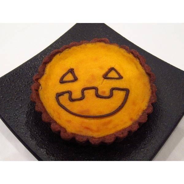 【ハロウィン限定かぼちゃタルト(直径12cmのホールタイプ)】カボチャとクリームチーズで濃厚な味に仕上げたパンプキンタルト、クリーミーな食感が人気|mayfair-net