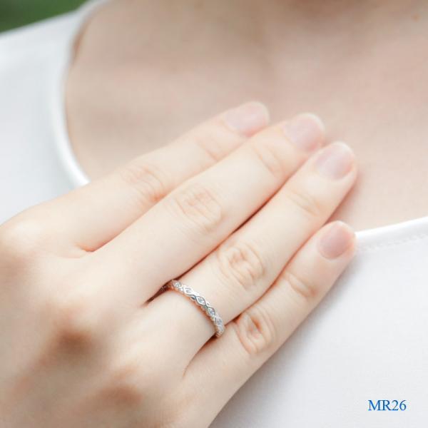 メモリアルリングMR26 地金:K18WG (18Kホワイトゴールド×ダイヤモンド) 〜遺骨を内側にジェル封入する完全防水の指輪〜|memoriaareca|04