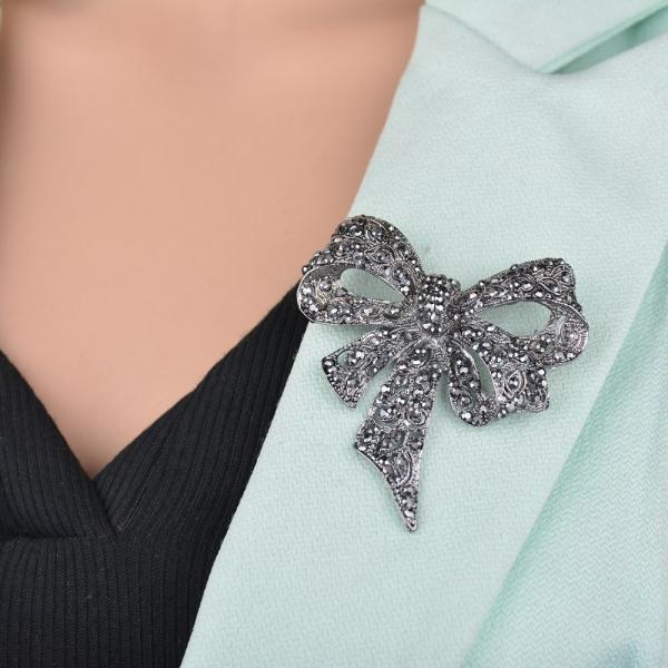 ブローチ レディース アクセサリー リボン ラインストーン かわいい 可愛い おしゃれ 上品 プレゼント ギフト 贈り物 女性 ファッション雑貨