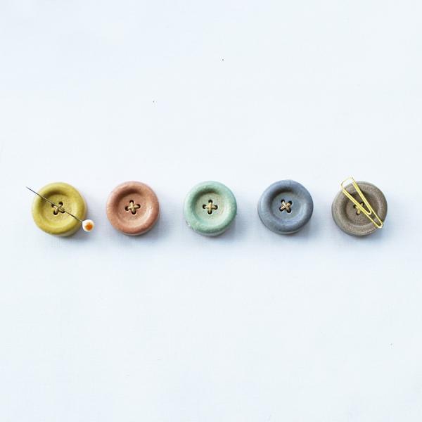 Cohana(コハナ) 信楽焼のボタンマグネット 全5色  手芸道具 ピンクッション クリップホルダー