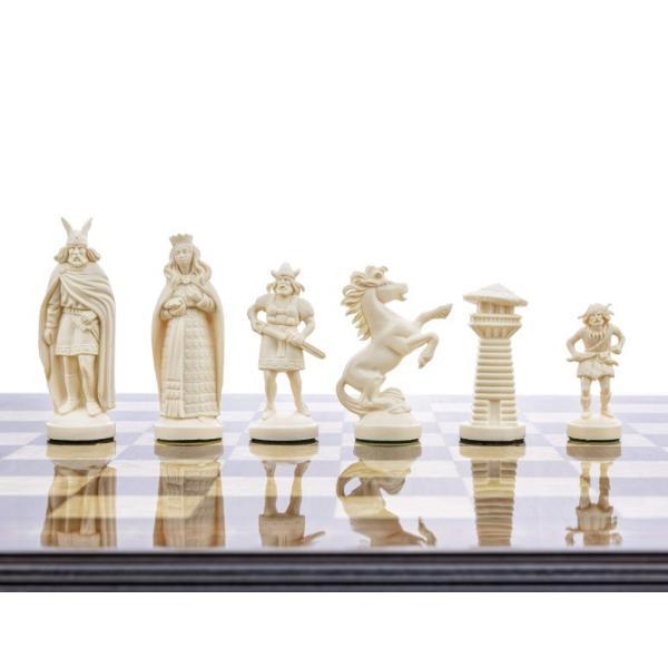 """バイキング チェスセット ボードなし 3 3/4"""" Black & White Viking Plastic Chess Pieces - Felted, Standard Size"""
