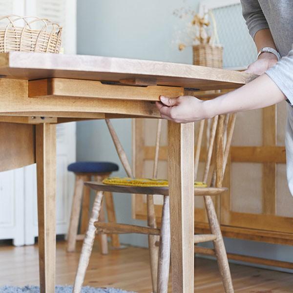 今なら送料無料。使い方に合わせて天板の広さを変えられるバーチ材のバタフライテーブル ギモーブ 伸長テーブル アンジー ノラ and-g nora.