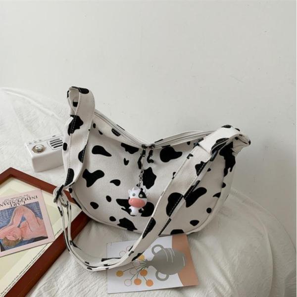 ショルダーバッグレディース肩掛けバッグ帆布可愛い総柄牛柄乳牛運動バッグ鞄かばん出かけ日常原宿ペンダント付き