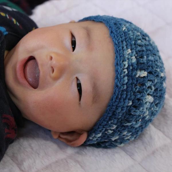【Ainomi】本建正藍染職人がオーガニックコットンを藍で染め、手芸職人が手編み施した子供用ニット帽子|niimo|02