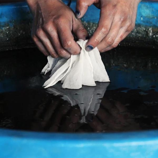 【Ainomi】本建正藍染職人がオーガニックコットンを藍で染め、手芸職人が手編み施した子供用ニット帽子|niimo|16