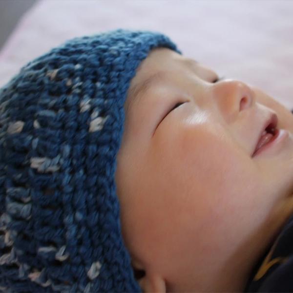 【Ainomi】本建正藍染職人がオーガニックコットンを藍で染め、手芸職人が手編み施した子供用ニット帽子|niimo|03