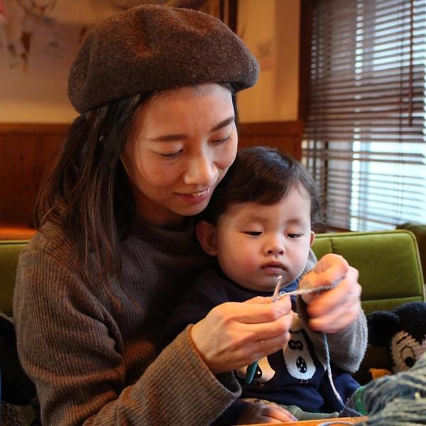 【Ainomi】本建正藍染職人がオーガニックコットンを藍で染め、手芸職人が手編み施した子供用ニット帽子|niimo|08