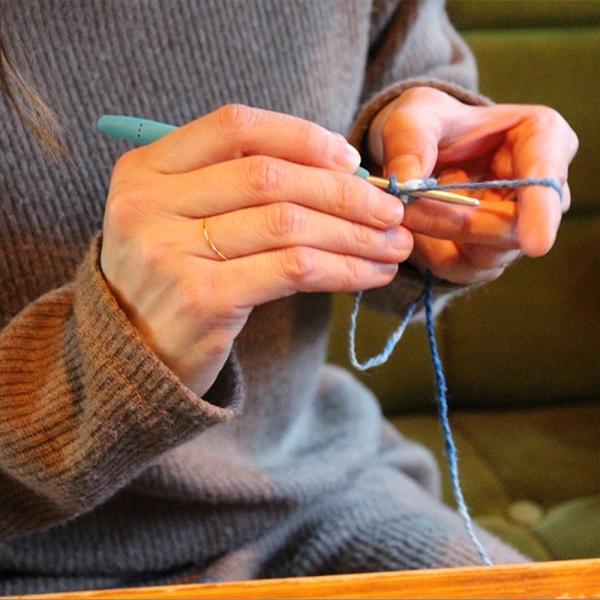 【Ainomi】本建正藍染職人がオーガニックコットンを藍で染め、手芸職人が手編み施した子供用ニット帽子|niimo|09