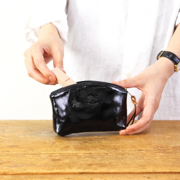 イルビゾンテ 日本正規取扱店 ポーチ エナメルレザーポーチ 商品番号54182304395  送料無料 IL BISONTE ギフトラッピング無料