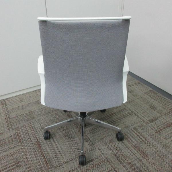 オカムラ モードチェア ミドルバック 5本脚タイプ 樹脂フレーム ホワイトボディ デザインアーム(樹脂) 背・座ミックス ライトグレー|office-kagu-tops|04